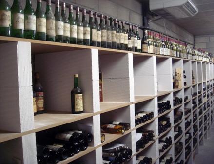 quelques photos de cave acad mie des vins anciens. Black Bedroom Furniture Sets. Home Design Ideas